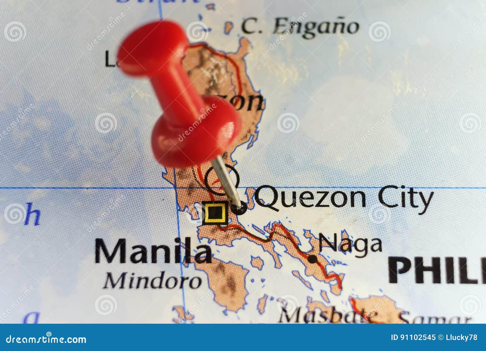 Pino vermelho na cidade de Quezon, Filipinas