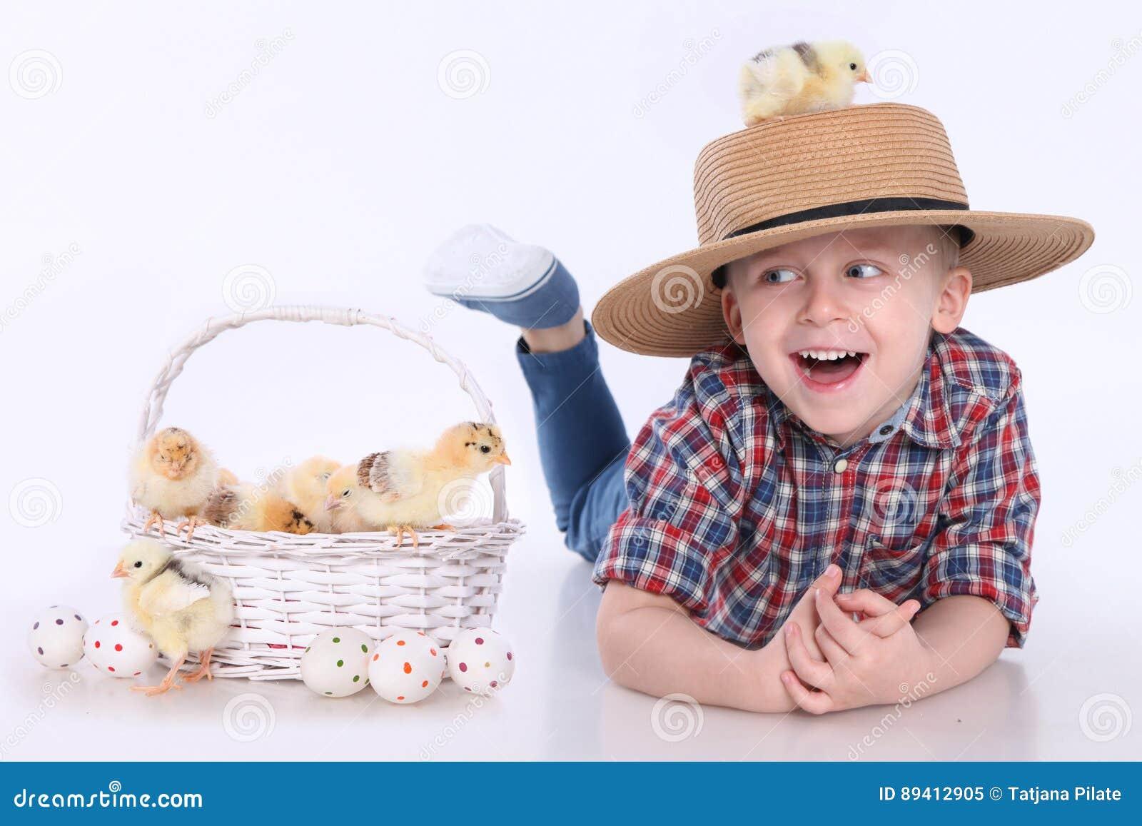 Pintainhos e ovos da páscoa