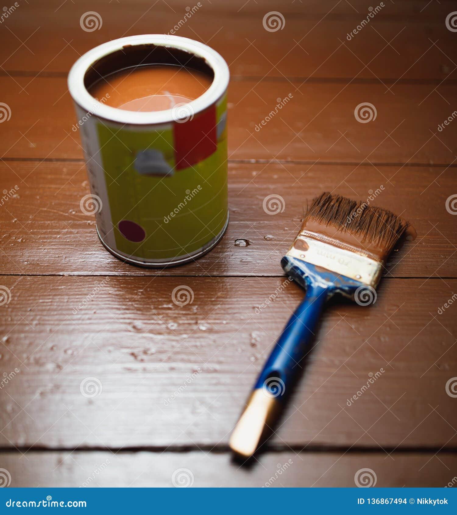 Pinte la poder y la brocha, renovación de pintura del piso
