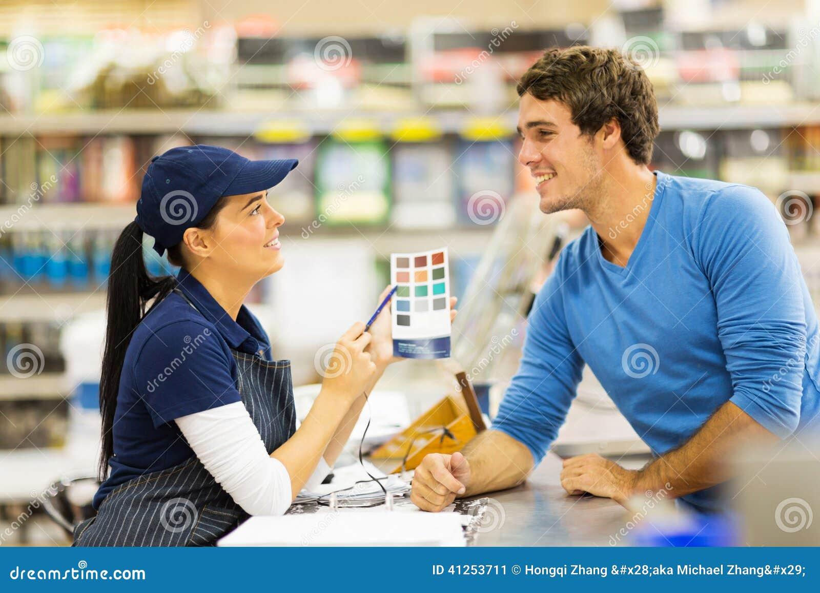 Pinte o cliente de ajuda assistente da loja
