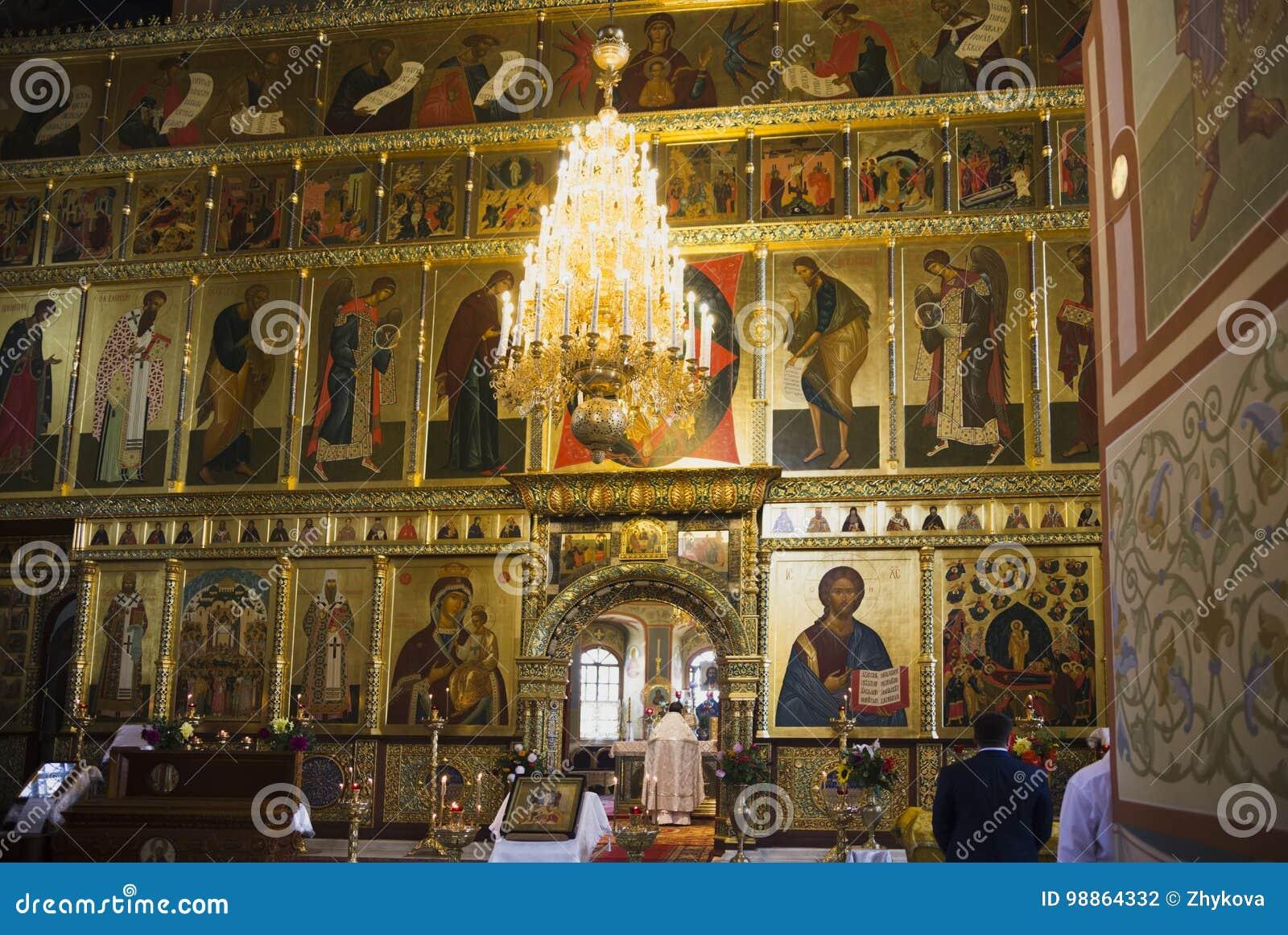Pintura bonita da fé da igreja nas paredes