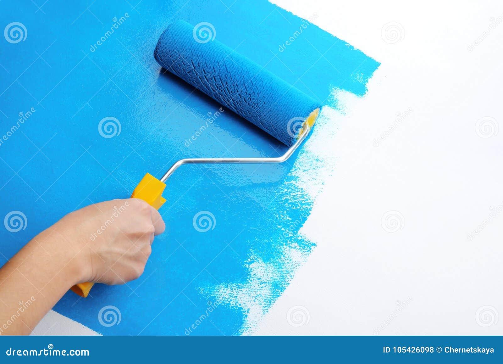Pintura de la mano del ` s del decorador