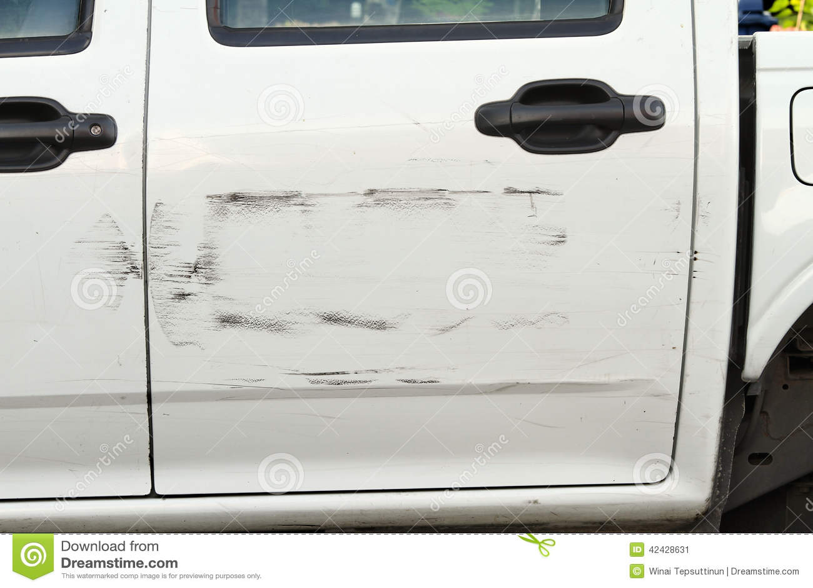 Pintura rasguñada del coche