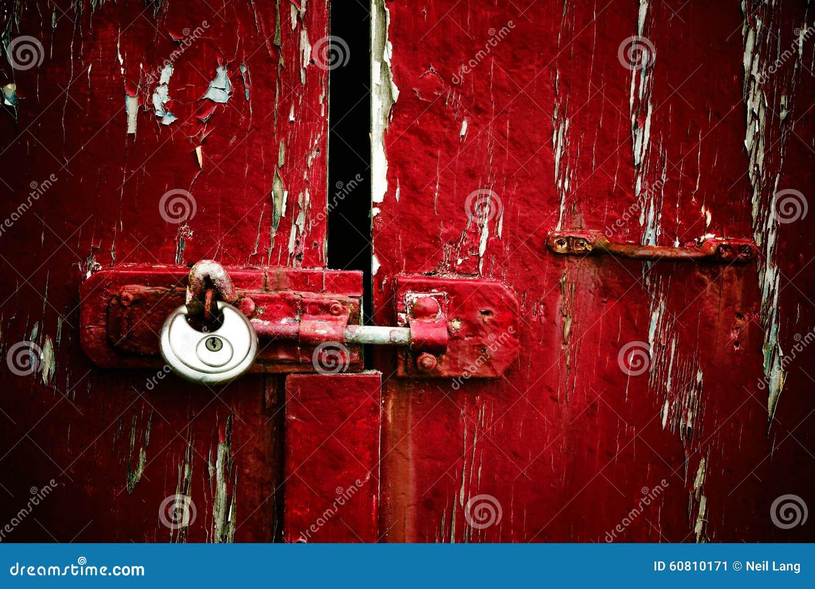 Pintura vermelha da casca com cadeado