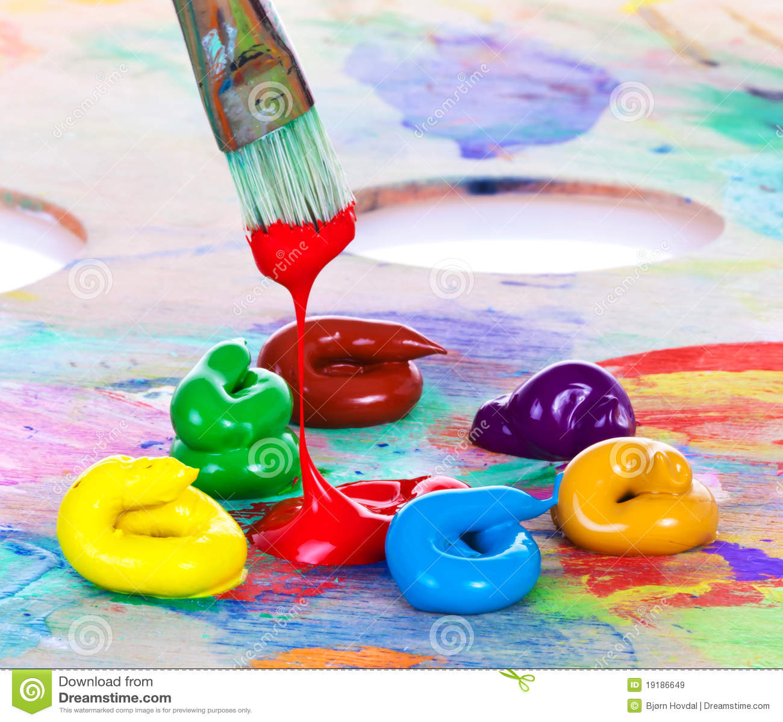 Pintura y cepillo de petróleo