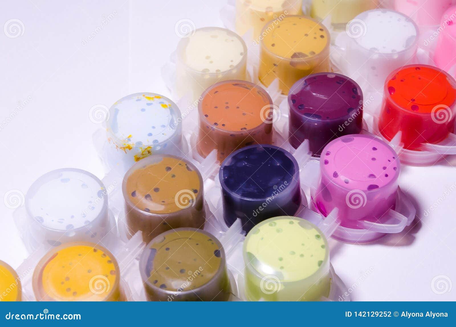 Pinturas C?maras de ar da pintura Pinturas acr?licas Pinte latas Uma paleta larga das cores Pintura para tirar Pinturas que criam