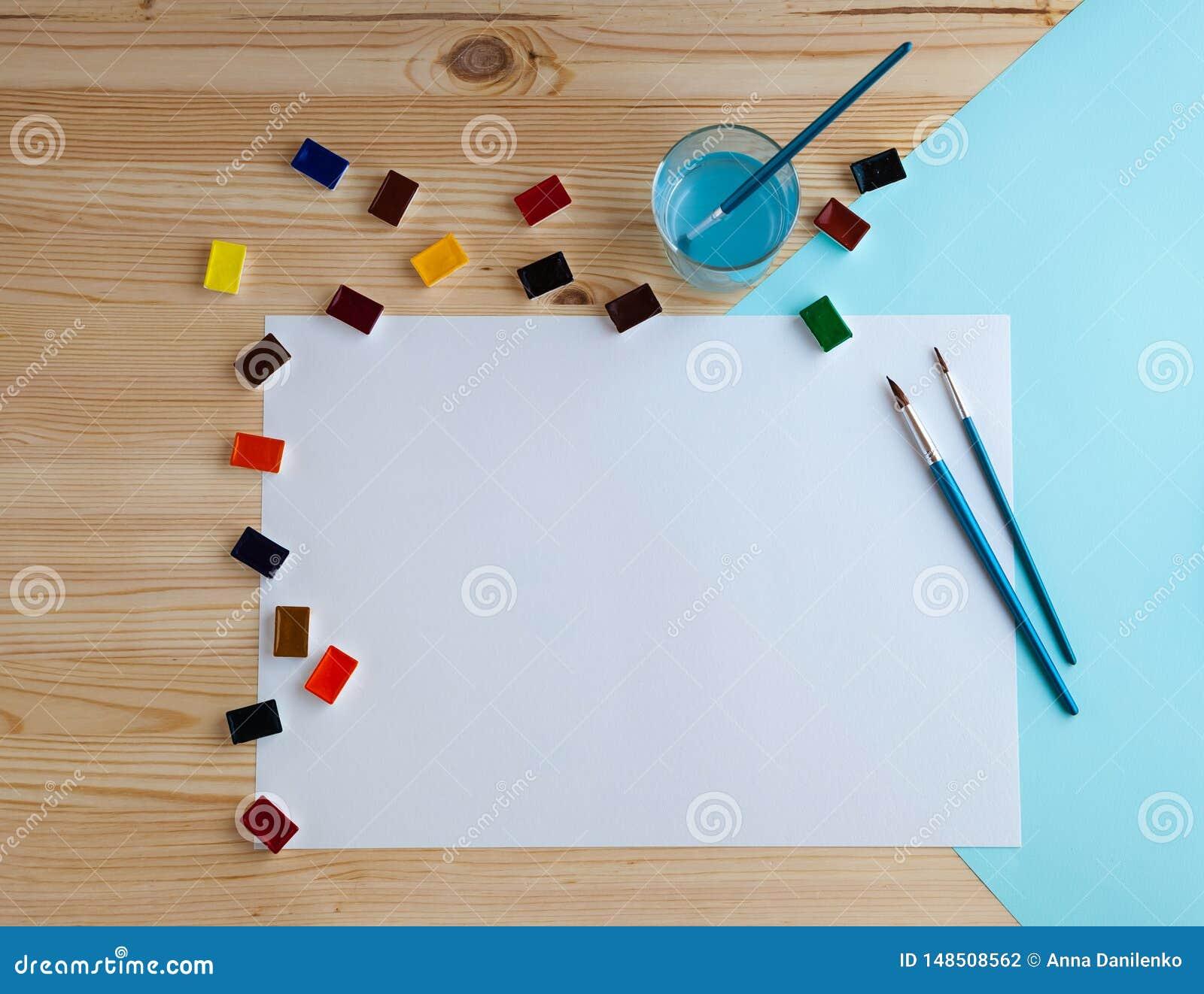 Pinturas da aquarela e fontes de tiragem