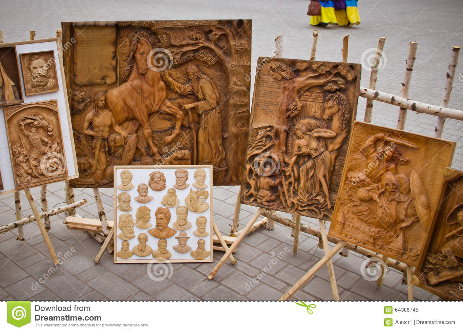 Pinturas de madera talladas al aire libre imagen editorial - Pinturas de madera ...