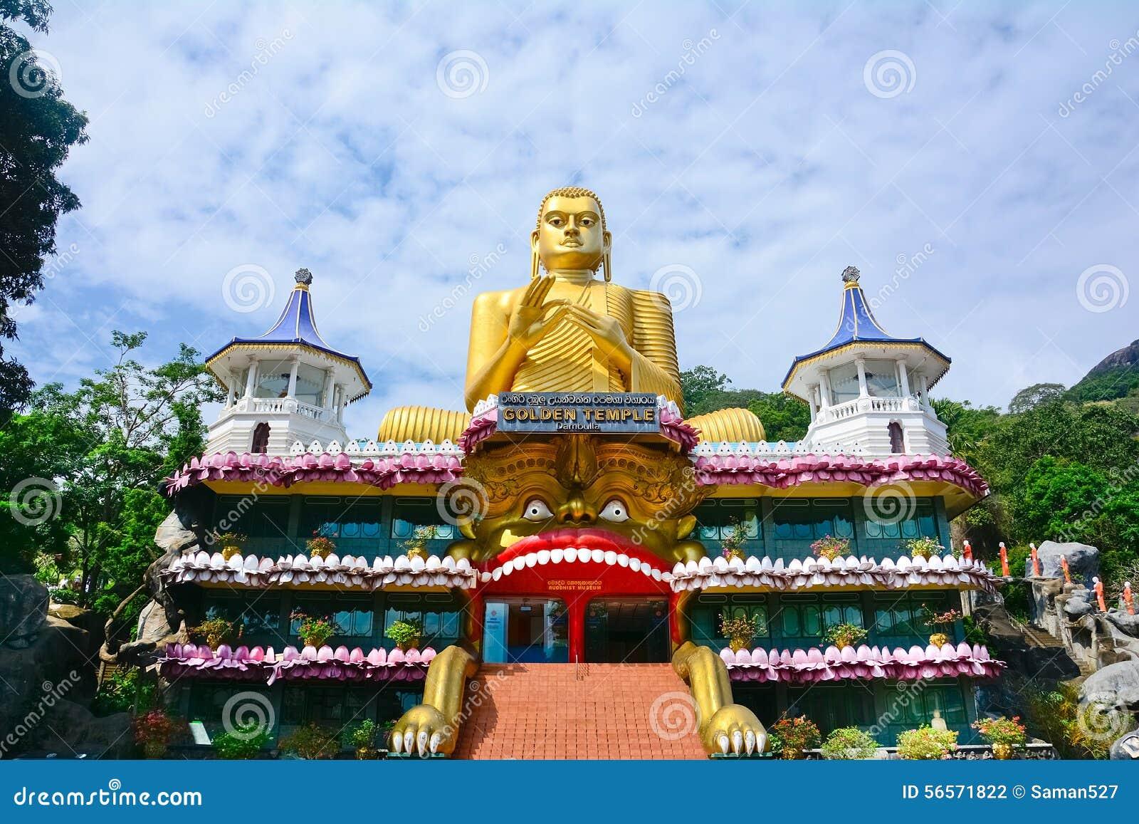 Pinturas de pared y estatuas de Buda en el templo de oro de la cueva de Dambulla