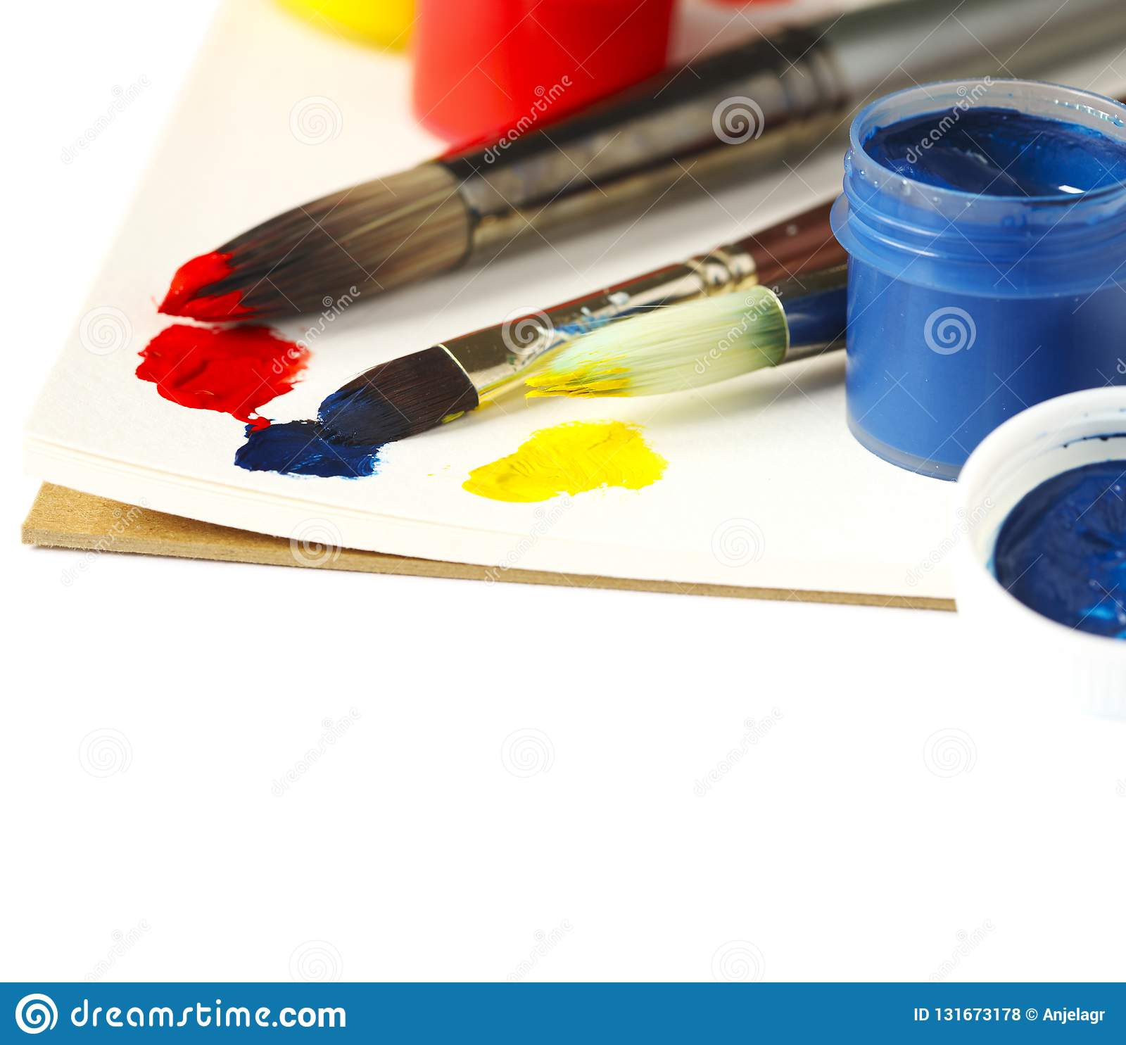 Pinturas e escovas Fundo da arte e do ofício