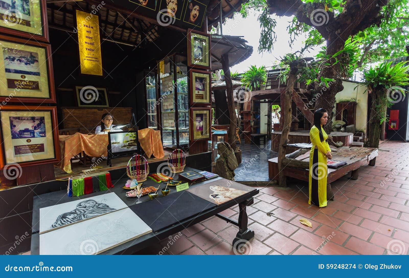 Pinturas en el museo de la seda en Nha Trang