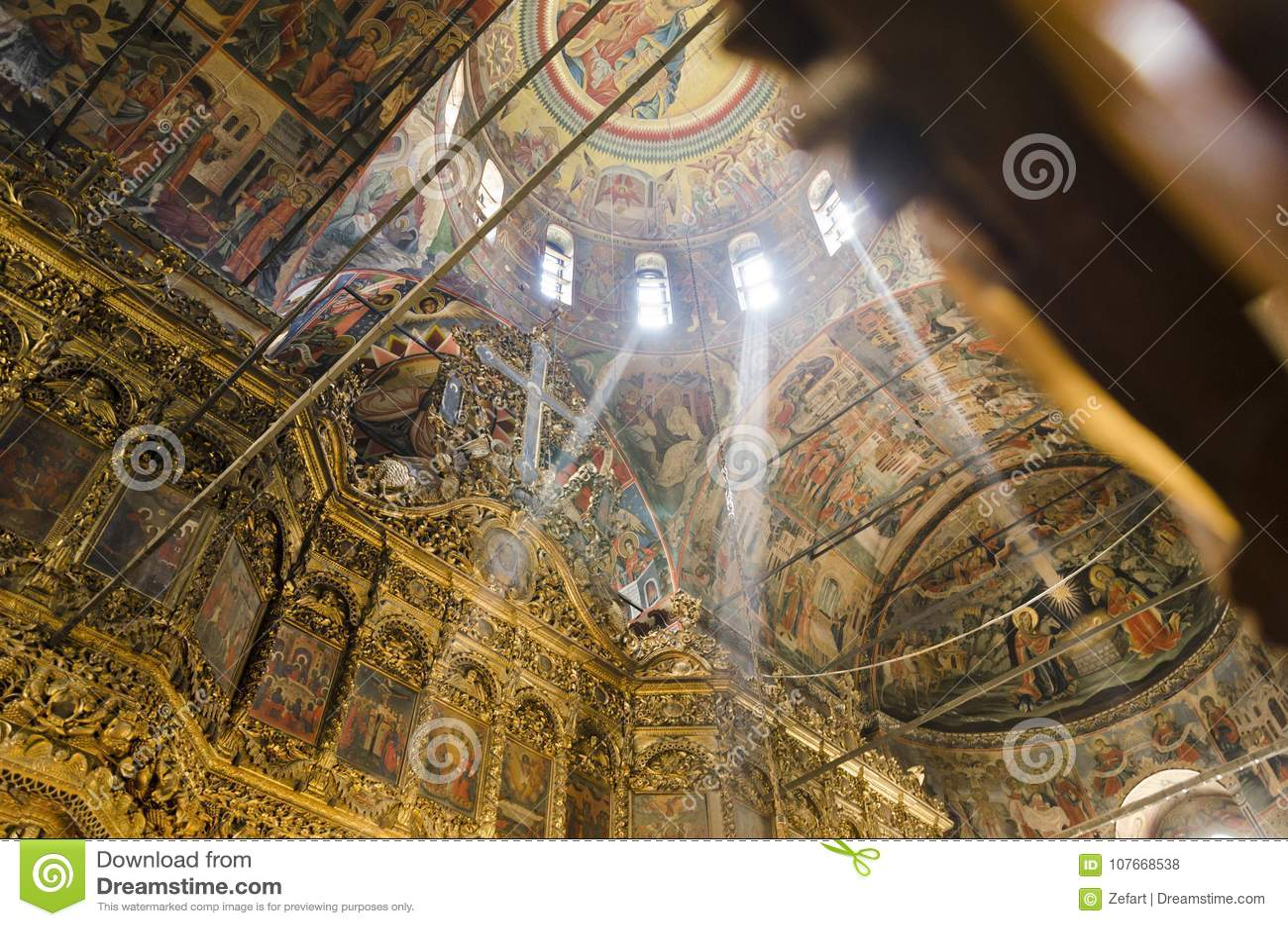 Pinturas interiores, monastério histórico do teto da igreja do monastério de Rila em Bulgária