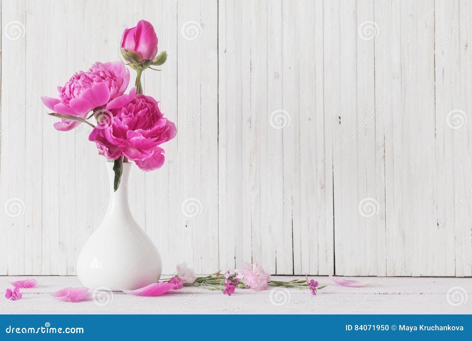 Pionen blommar i vas