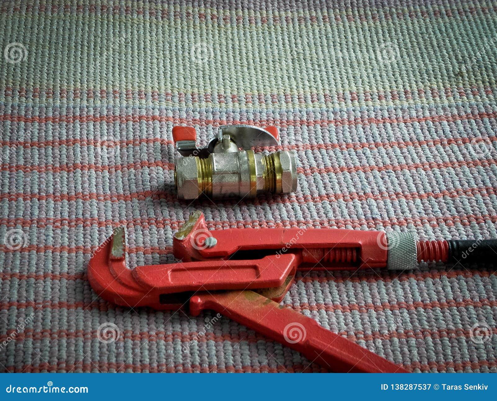 Pionować narzędzia, fajczanego wyrwanie i faucet,