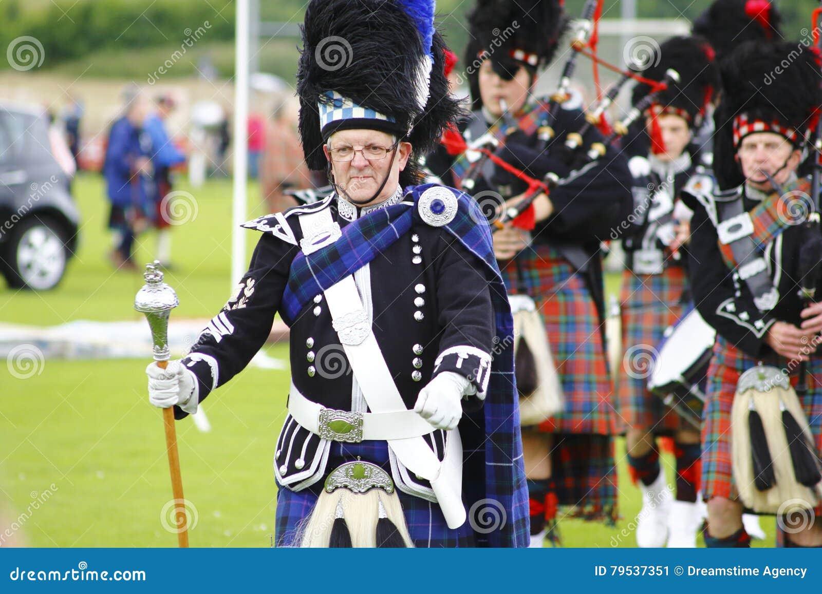 Pipe band at Newtonmore highland games