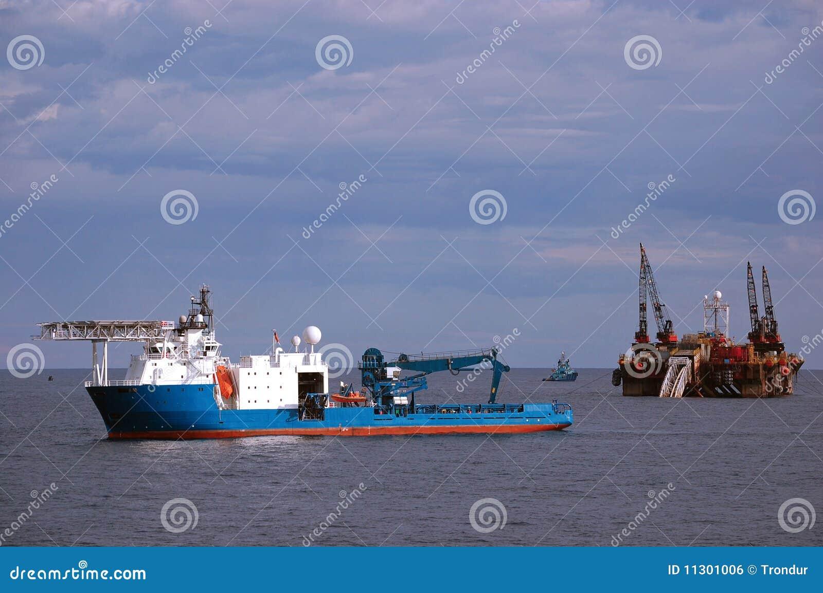 Pipelayinglastkahn, der in der Nordsee arbeitet