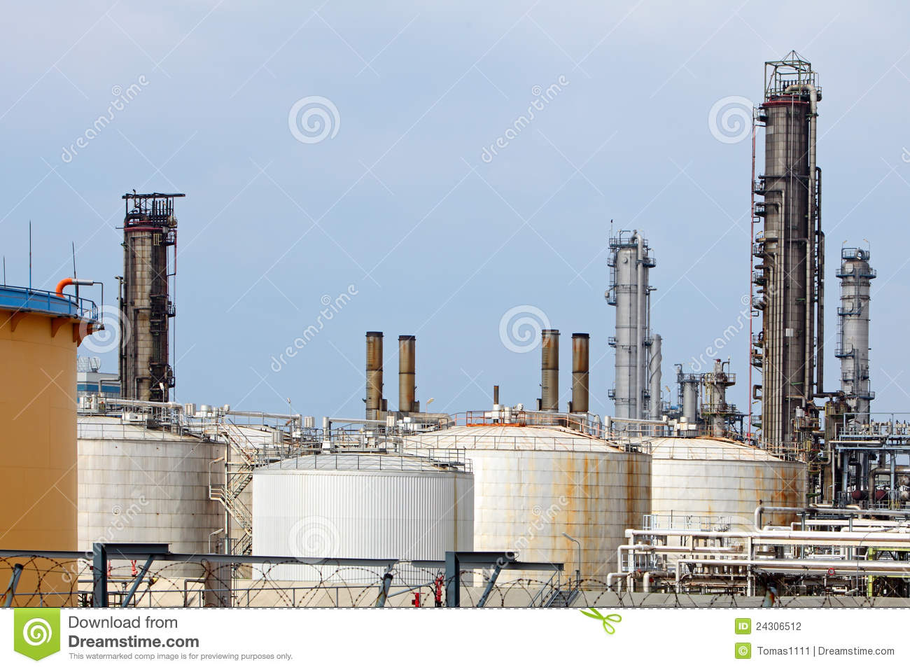 Pipes And Tanks Of Oil Refinery Stock Photography - Image: 24306512