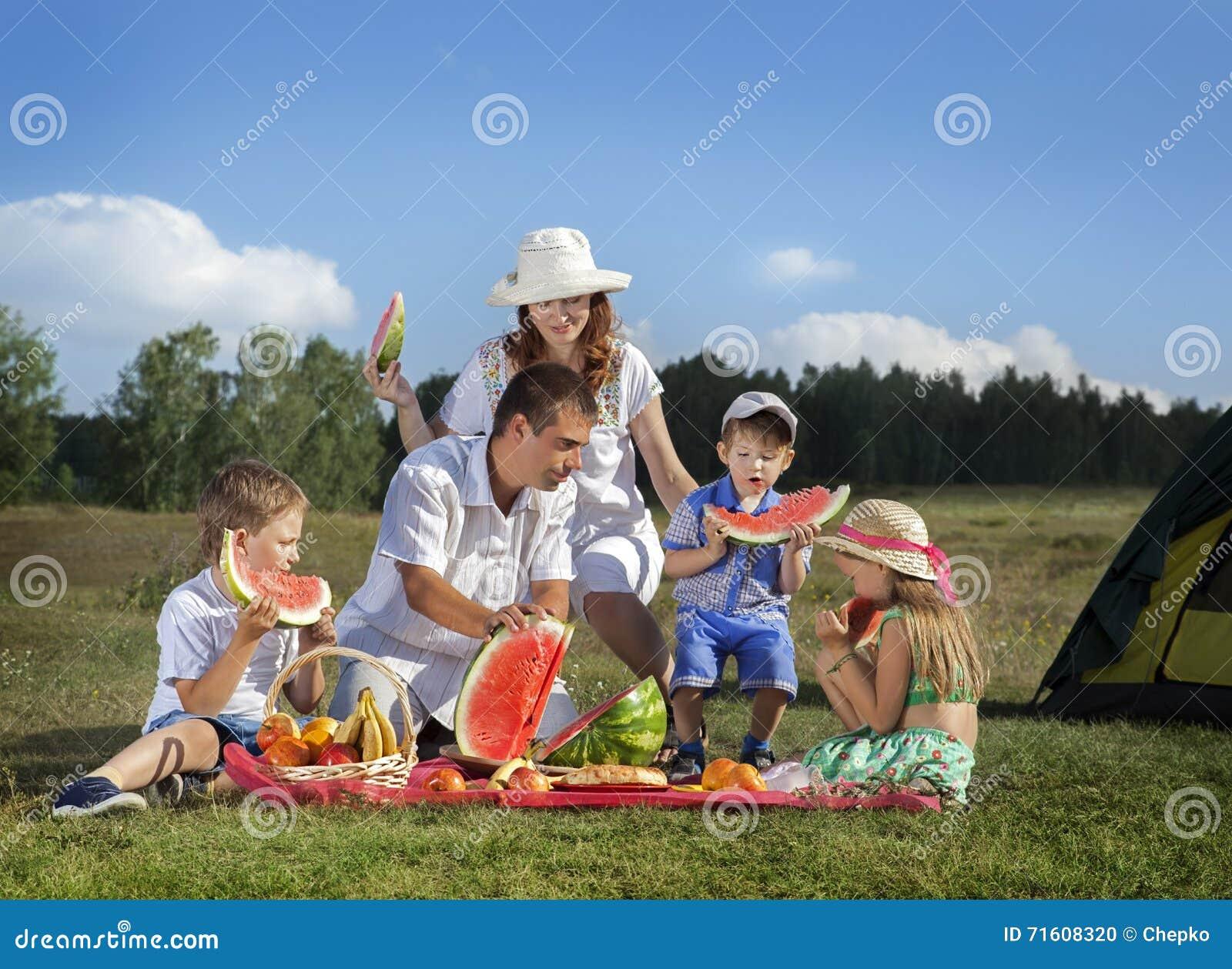 Piquenique das famílias fora
