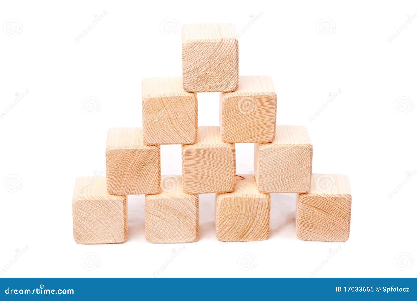 Pir mide de los cubos de madera foto de archivo libre de - Cubos de madera ...