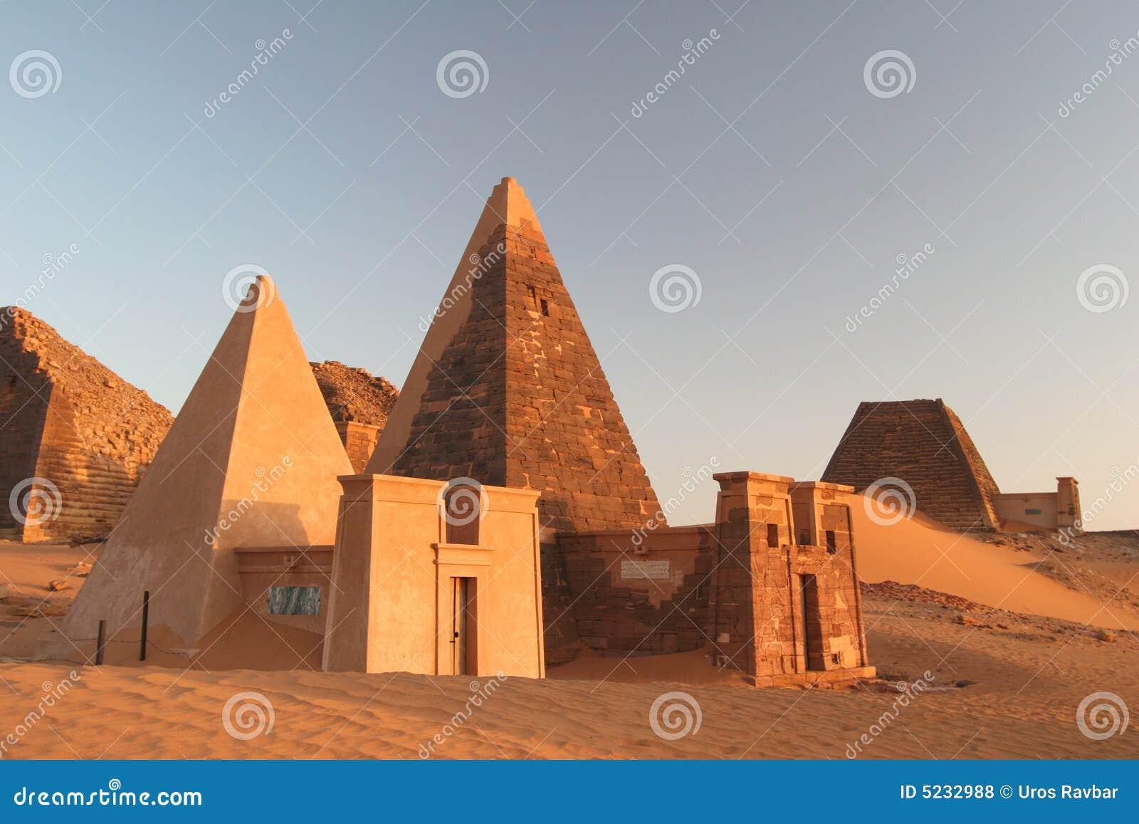 Pirámides famosas de Meroe