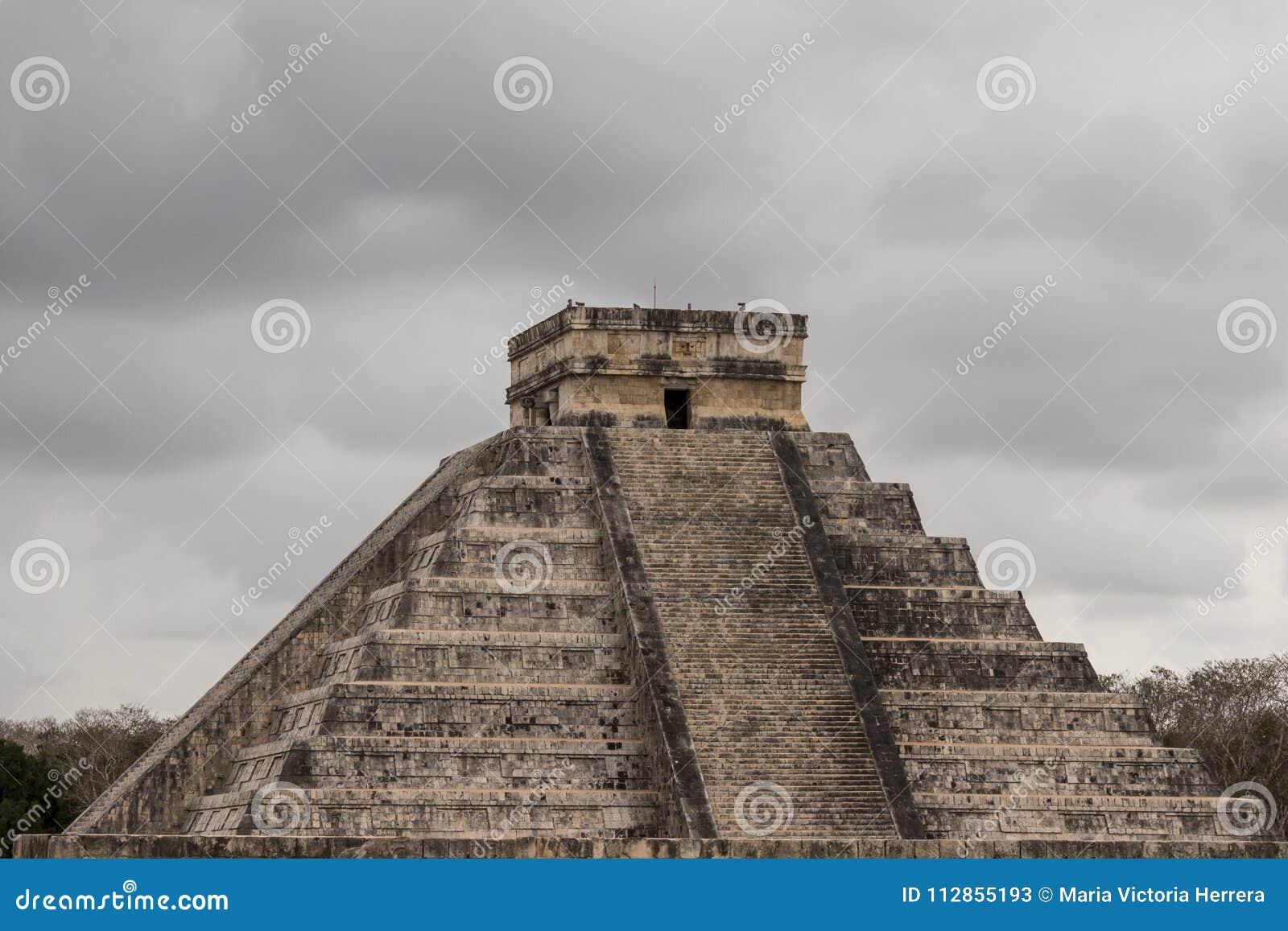 A pirâmide de Chichen Itza é um calendário maia