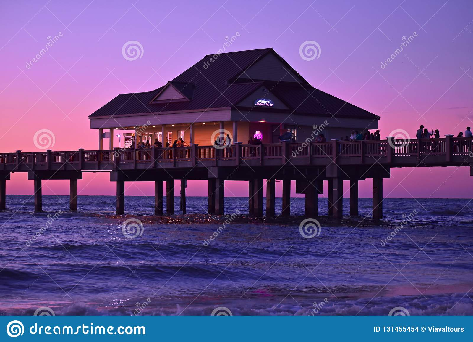 Pir 60 lokaliseras idealt på denberömda mousserande Clearwater stranden