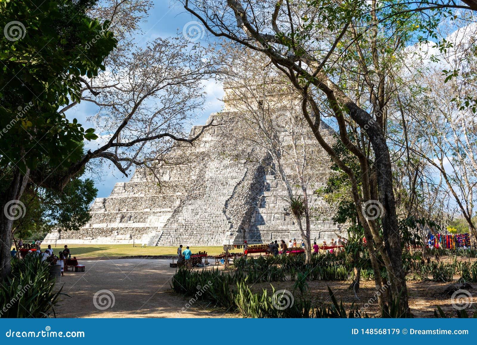 Pir?mide maia de Kukulcan El Castillo em Chichen Itza, M?xico