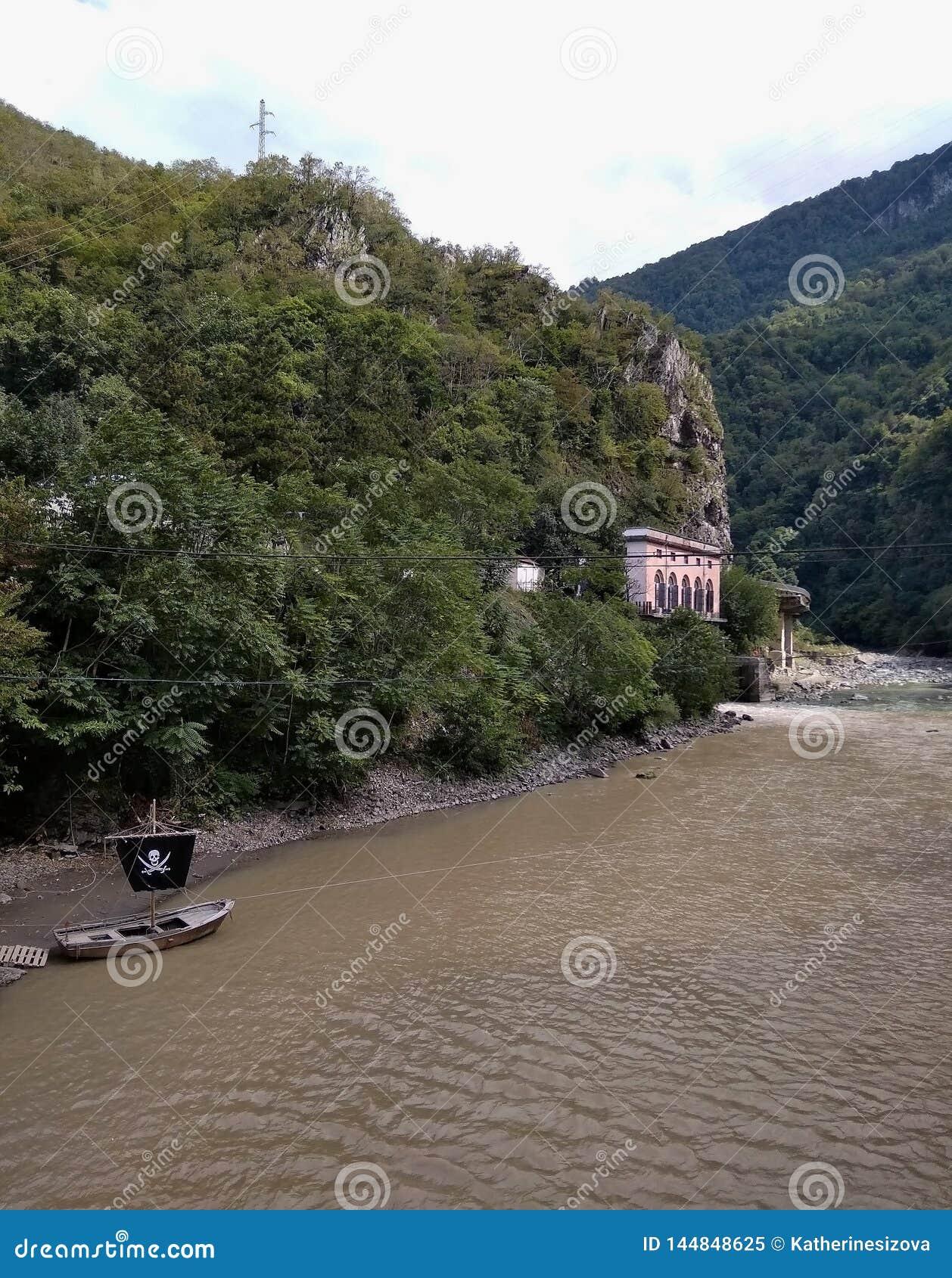 Piraatboot en rivier