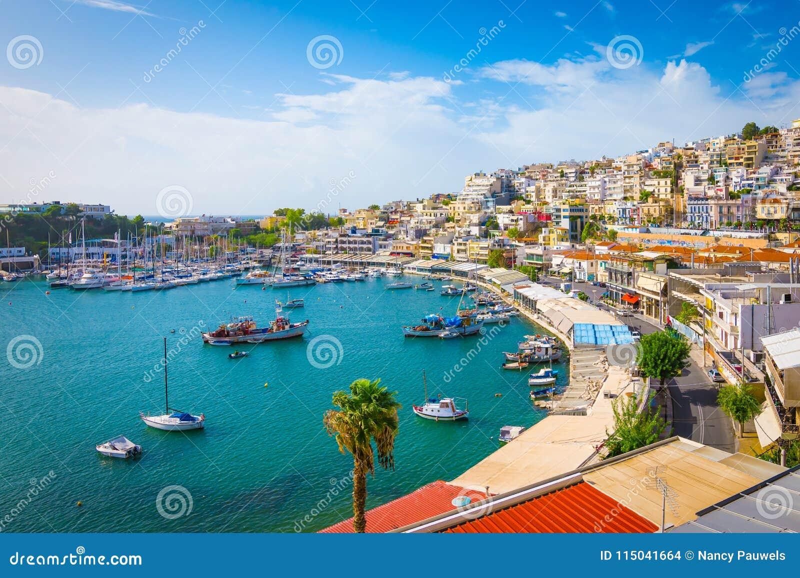 Piraeus, Atenas, Grécia Porto de Mikrolimano e porto do iate,