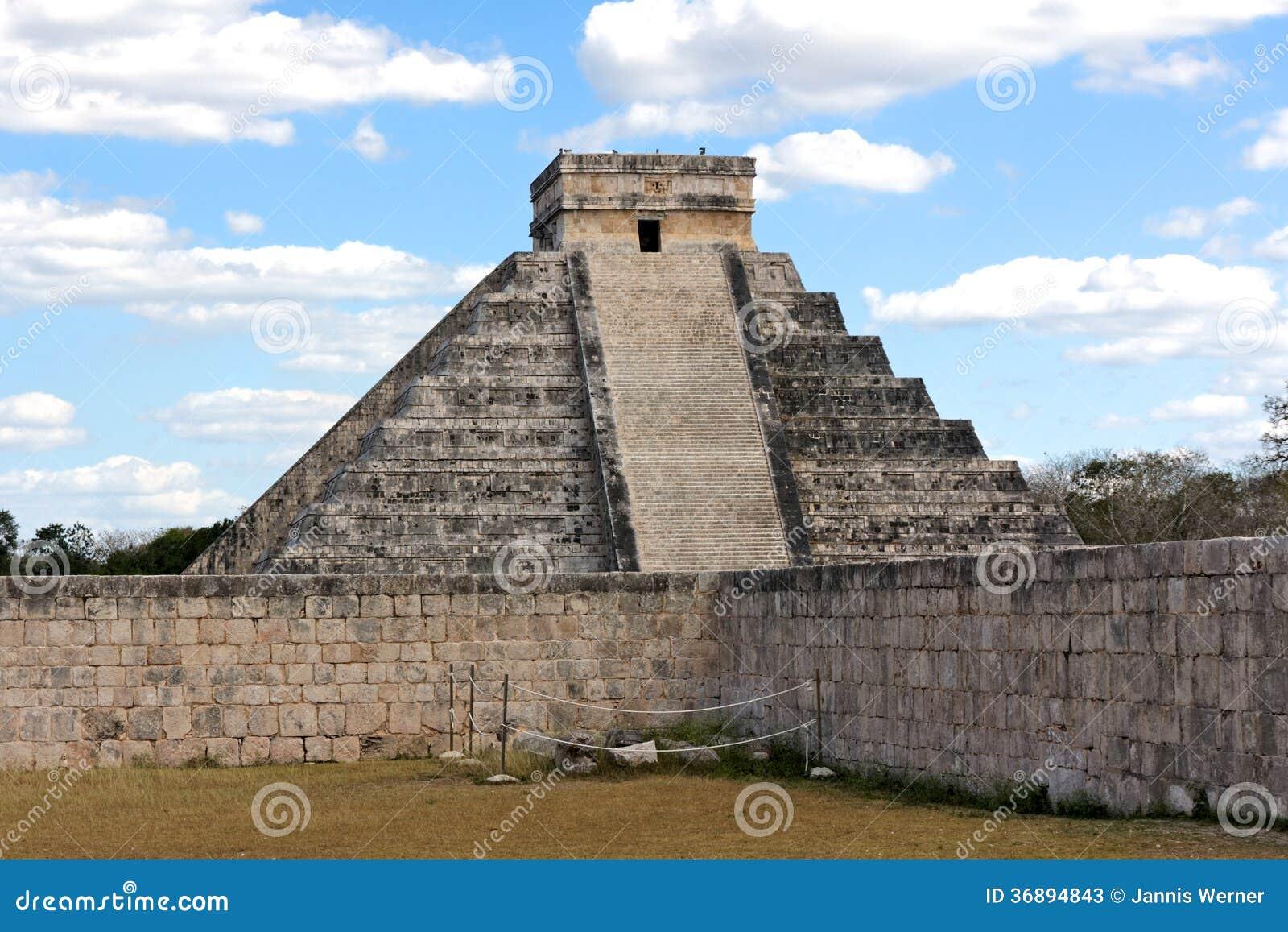 Download Piramide Di Kukulkan A Chichen Itza Fotografia Stock Editoriale - Immagine di decadere, mayans: 36894843