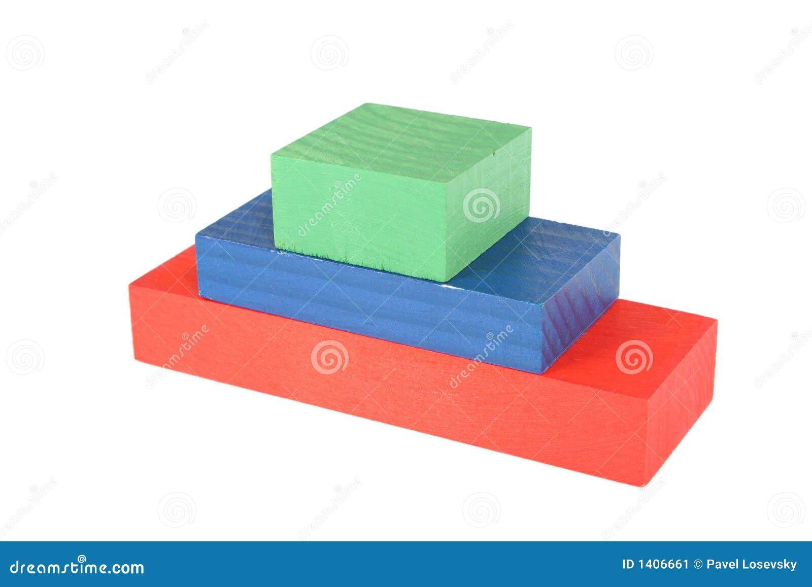 Piramide en bois de jouet