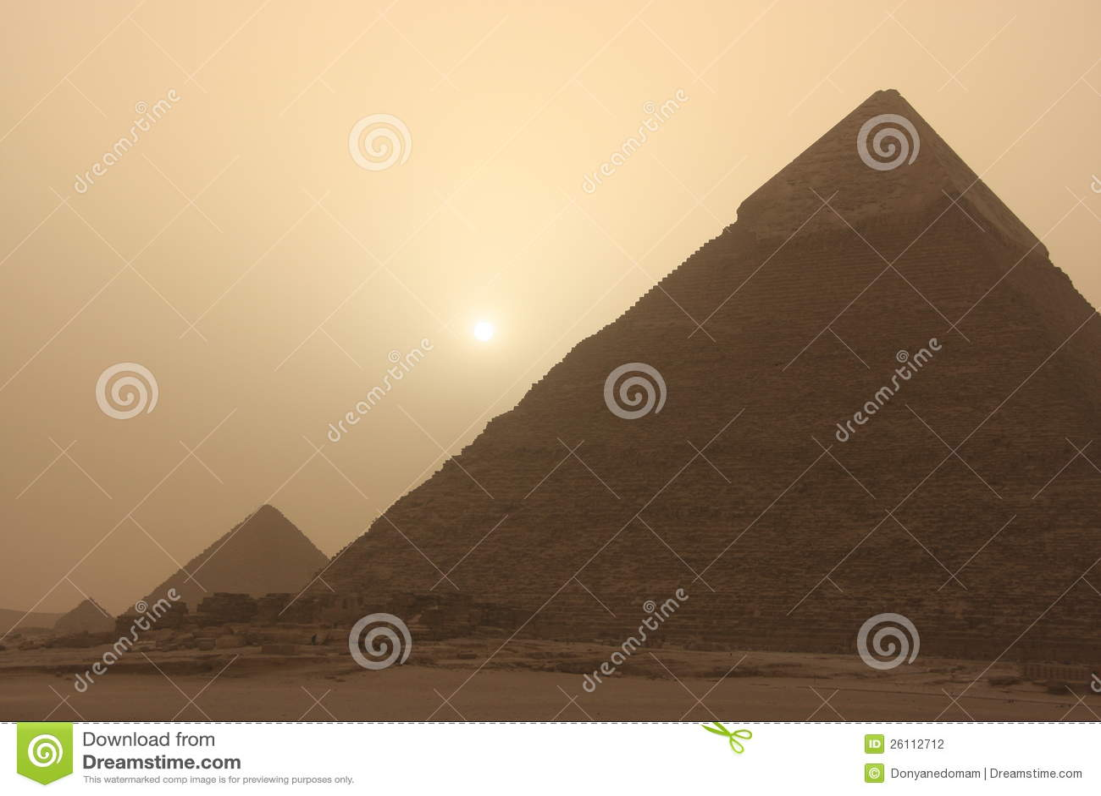 Piramide van Khafre bij zandstorm, Kaïro, Egypte