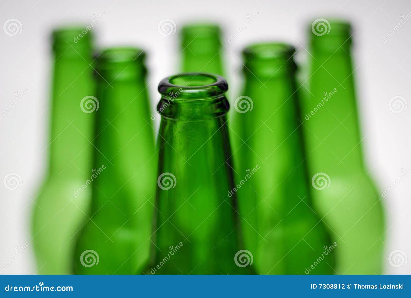 Piramide verde della bottiglia da birra