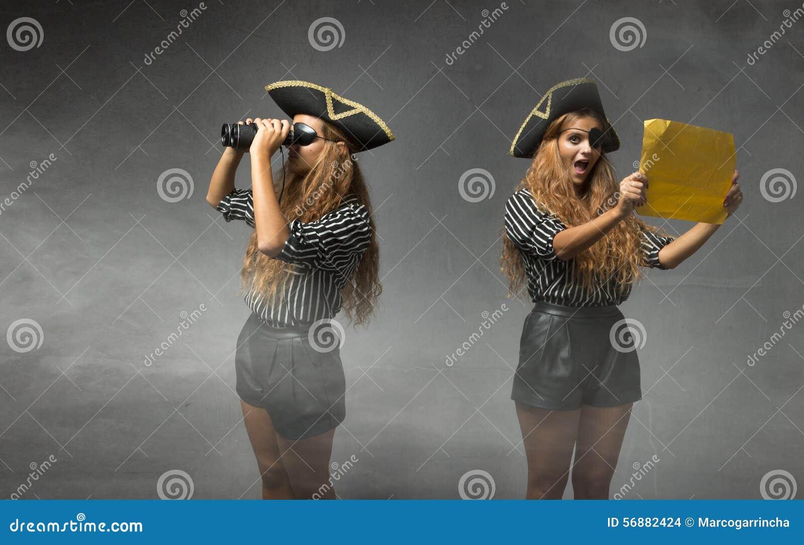 Pirata che cerca tesoro
