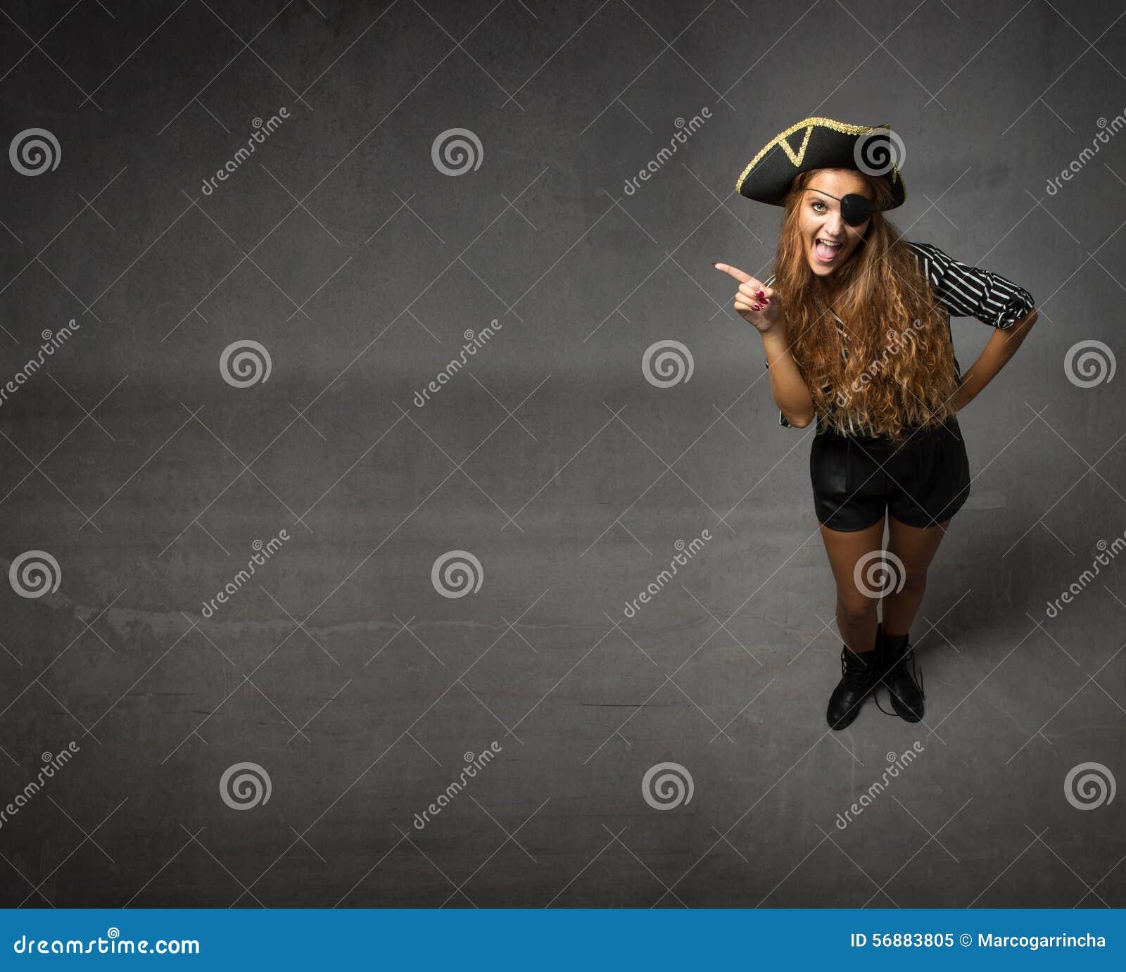 Pirata che mostra lo spazio vuoto della copia