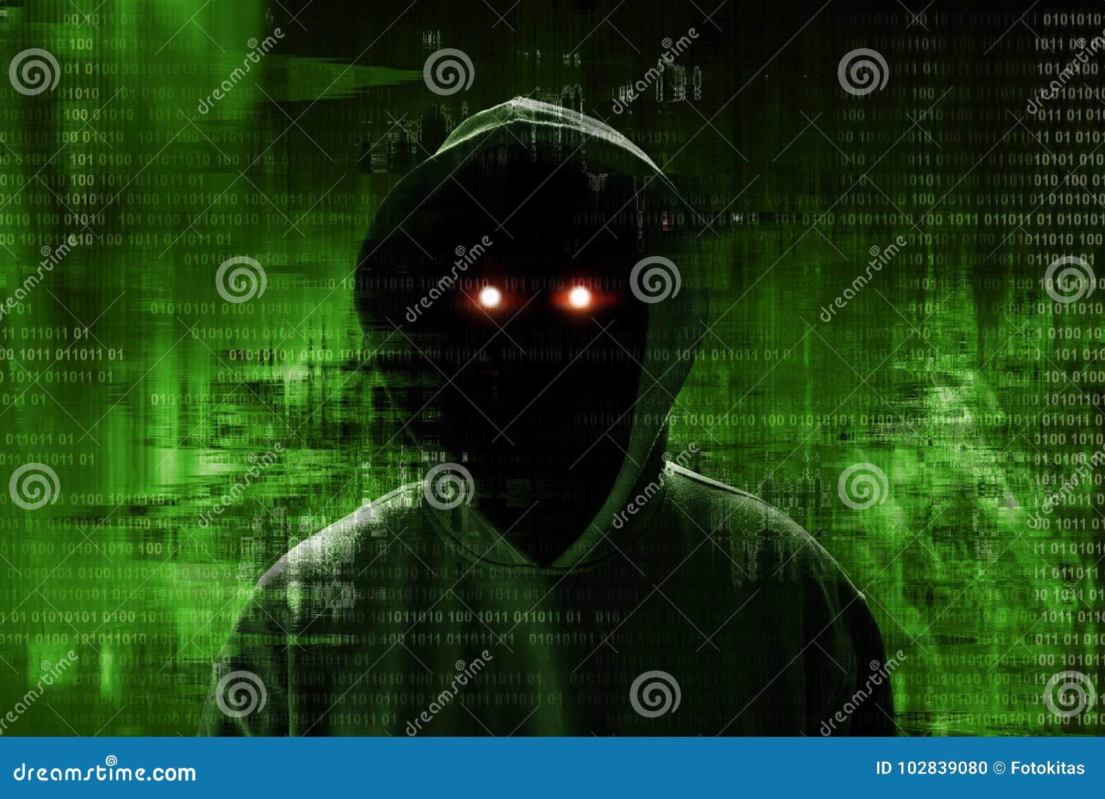 Pirata informático anónimo que se coloca sobre código binario
