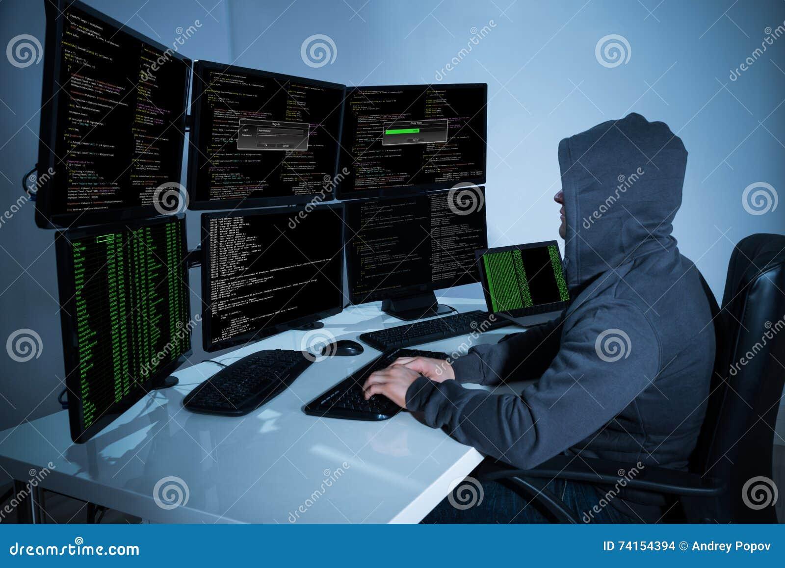 Pirata informático que usa los ordenadores para robar datos