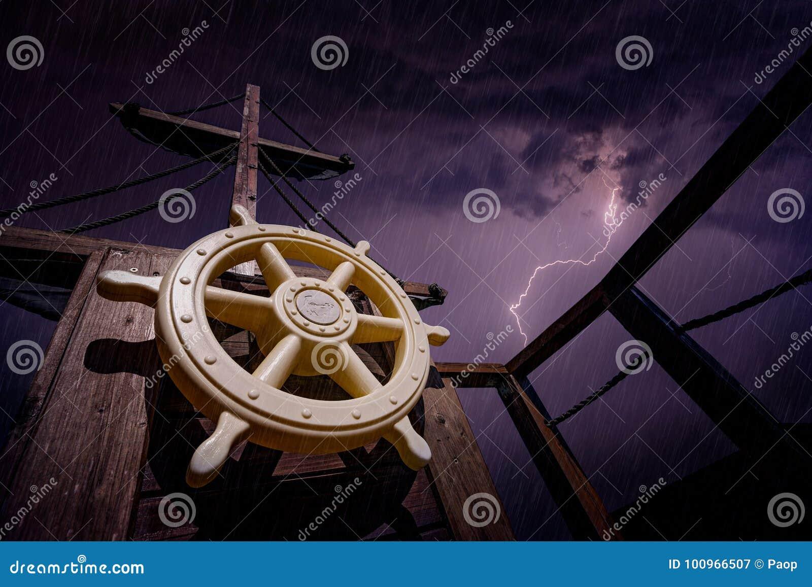 Pirata statek podczas burzy
