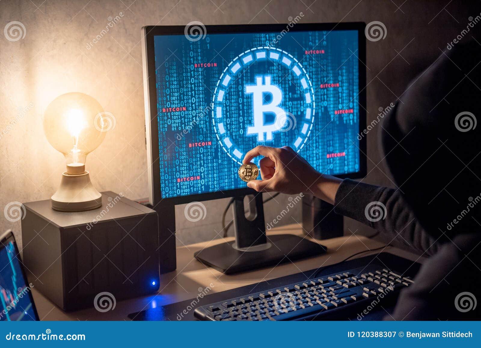 Pirate informatique à l aide de l ordinateur pour le blanchissage numérique de devise
