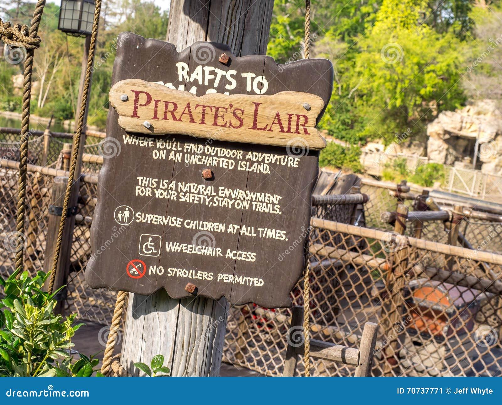 Piratkopierar lya i Adventureland på Disneyland parkerar