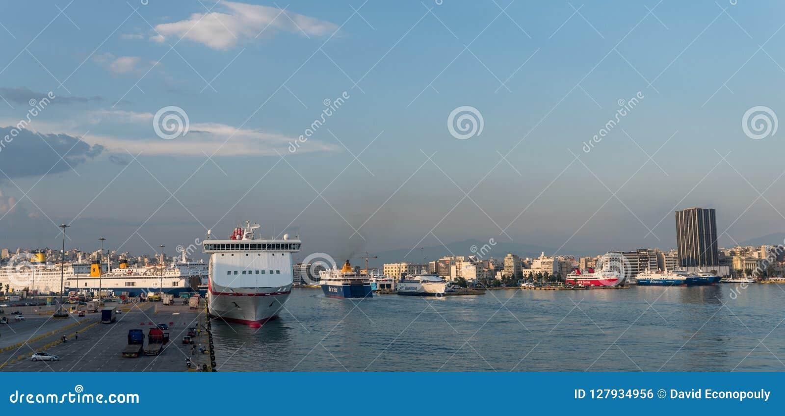 Pireaus Greece/18 de junho de 2018: Panaroma do porto de Pireaus em Grécia