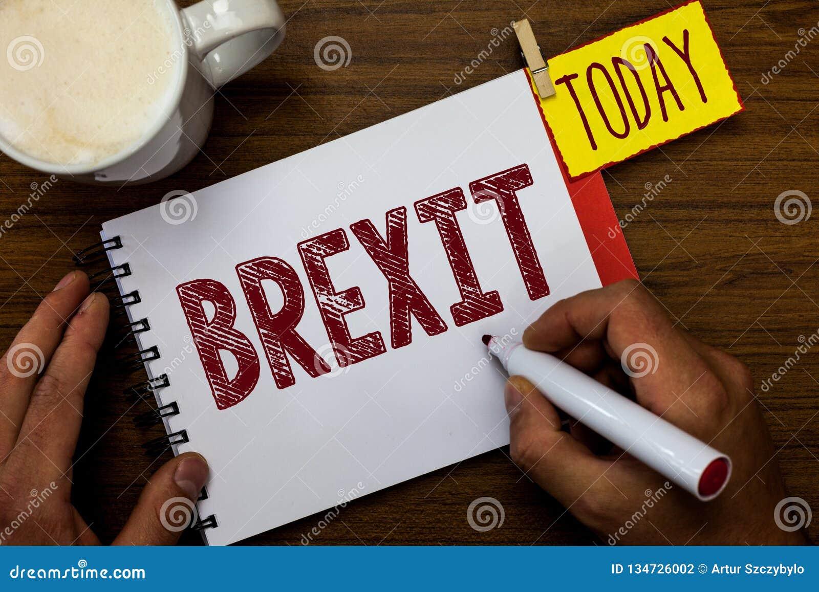 Pisać nutowym pokazuje Brexit Biznesowa fotografia pokazuje terminu potencjalnego odjazd Zjednoczone Królestwo od Europejskiego z