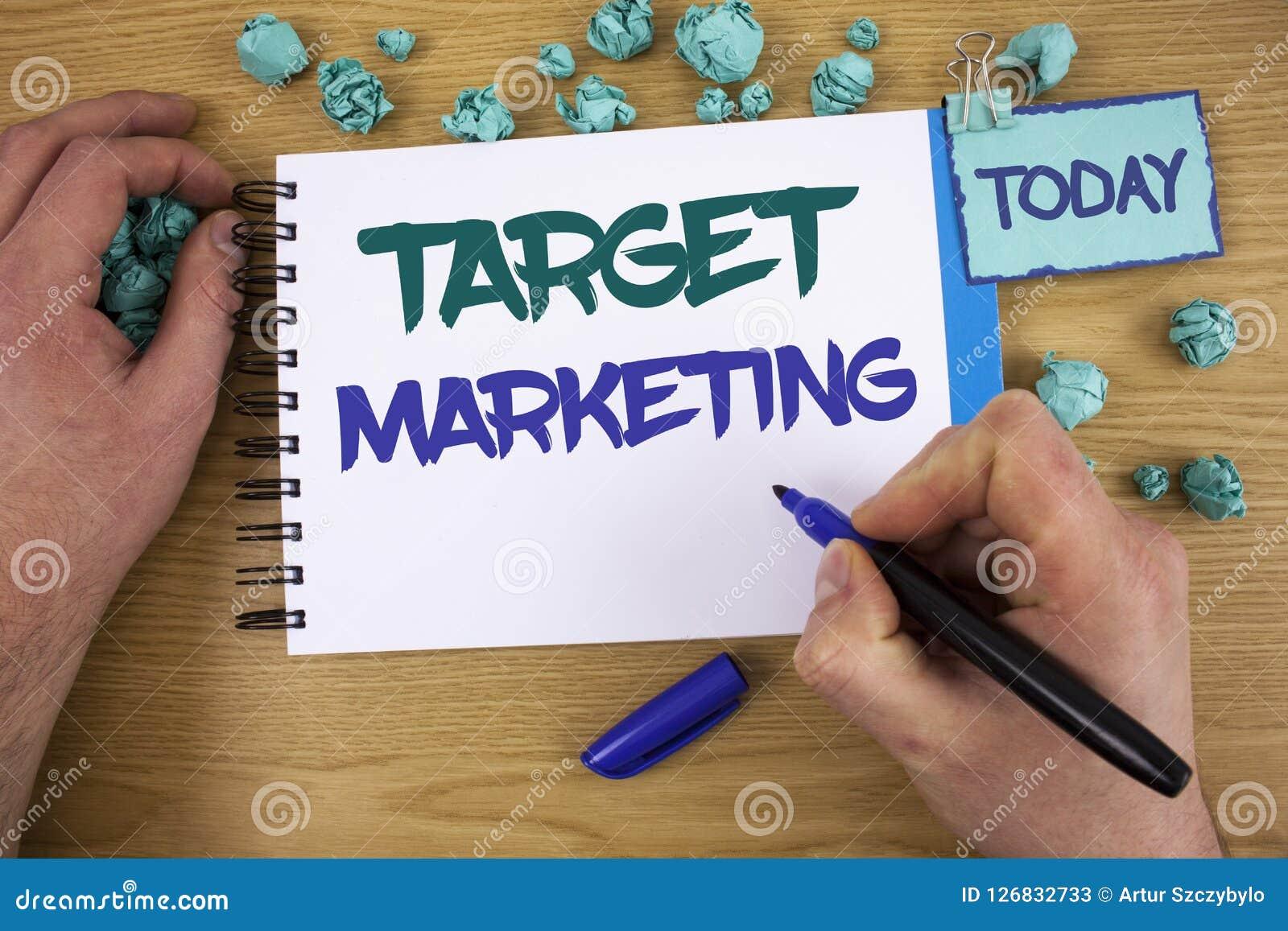 Pisać nutowym pokazuje celu marketingu Biznesowa fotografia pokazuje Targowej członowości widowni Celuje klienta wyboru tekst tw
