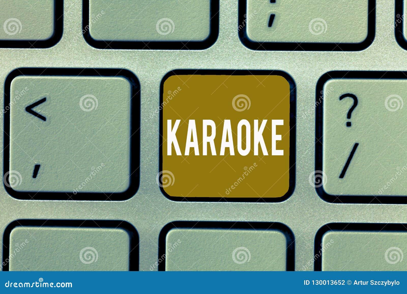 Pisać nutowym pokazuje karaoke Biznesowa fotografia pokazuje rozrywka śpiew wzdłuż instrumentalnej muzyki bawić się a