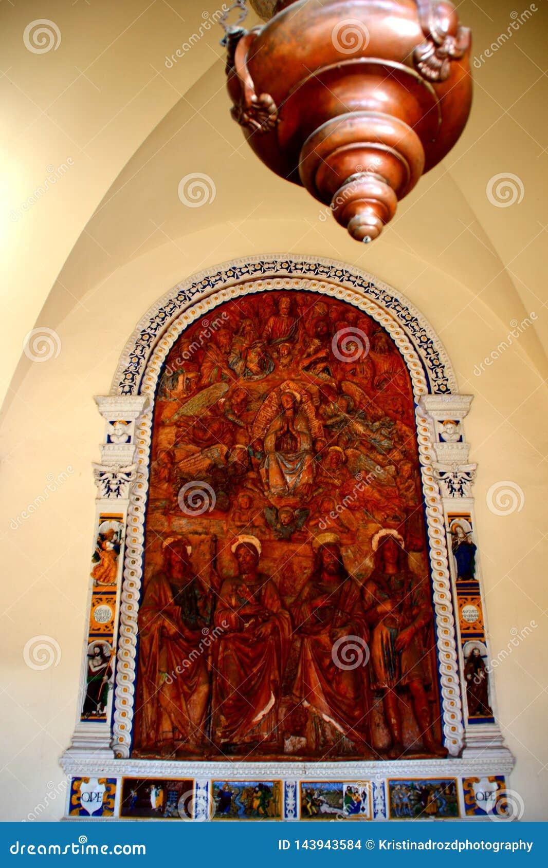 PISA, ITALIEN - CIRCA IM FEBRUAR 2018: Der Innenraum des monumentalen Kirchhofs am Quadrat von Wundern