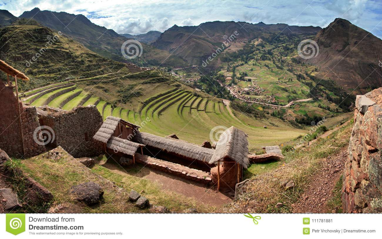 Pisac Inca fördärvar i peruanska Anderna nära Cuzco, Peru