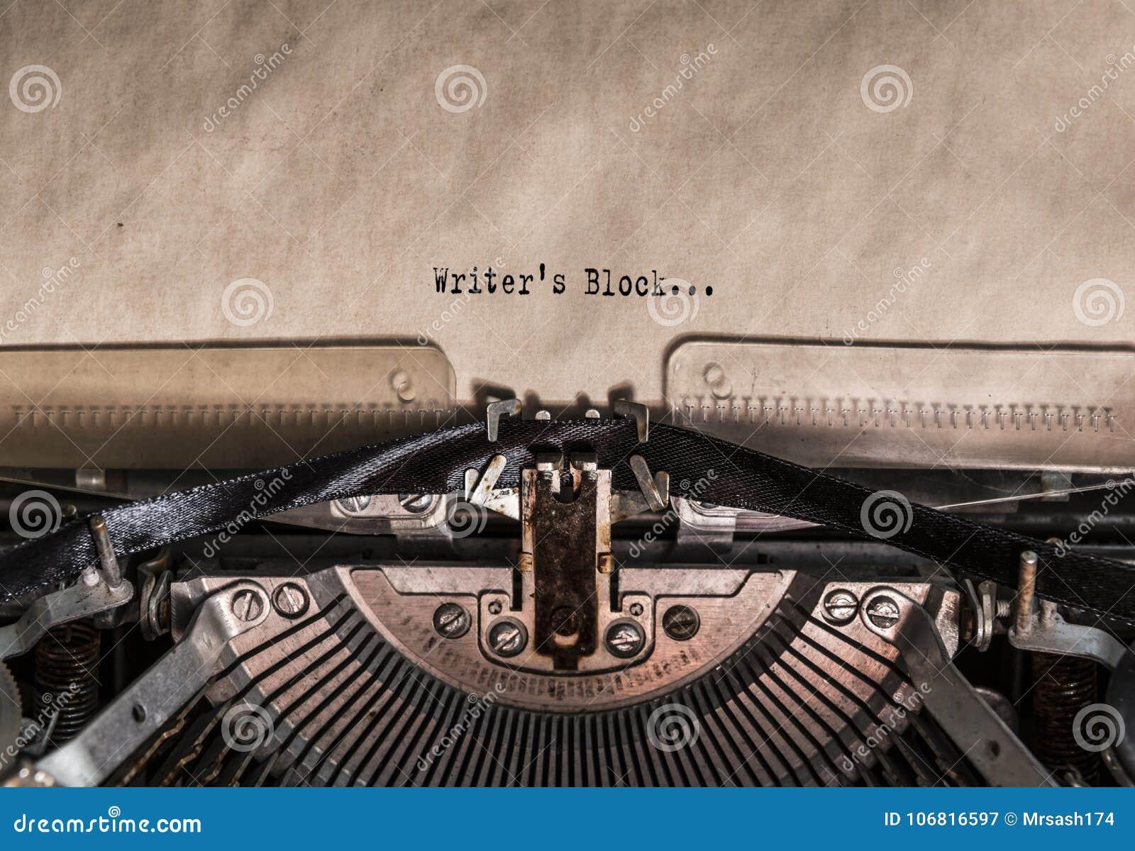 Pisarscy ` s bloku słowa pisać na maszynie na rocznika maszyna do pisania