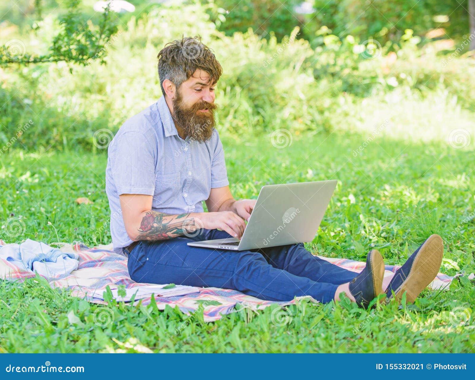 Pisarz lub blogger piszemy poczcie dla og?lnospo?ecznej sieci Inspiracja dla blogging Blogger zosta? inspiruj?cy z natury cz?owie