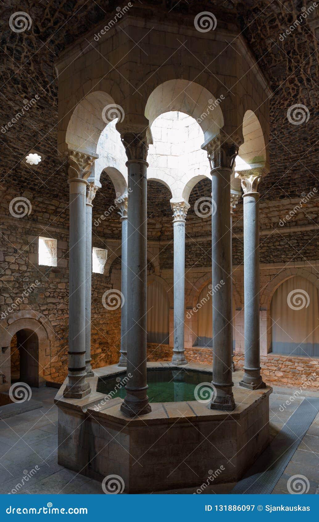 Baños Arabes Girona | Piscina Arabe De Los Banos En Girona Cataluna Espana Imagen De