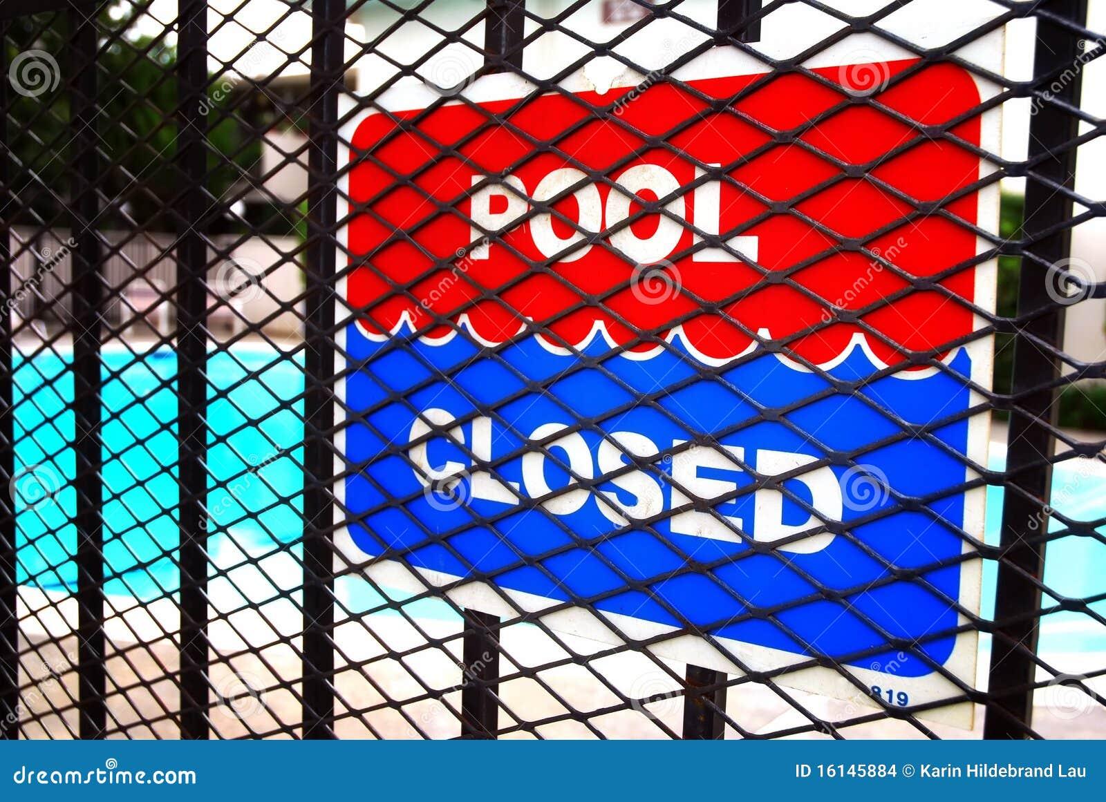 piscina cerrada imagenes de archivo imagen 16145884